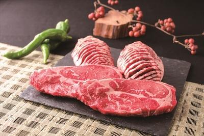 契約牧場でワンカルビ専用に飼育したアンガス牛を味わえる。柔らかい肉質が特徴だ