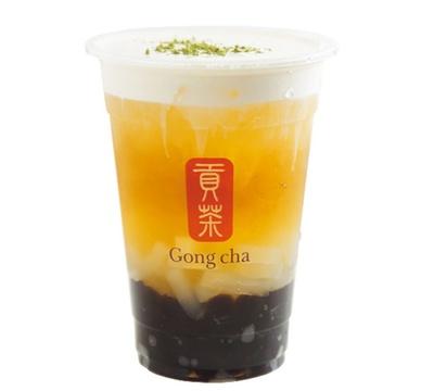 「ミルクフォーム グリーンティー+パール(タピオカ)+ナタデココ」(560円)/ゴンチャ