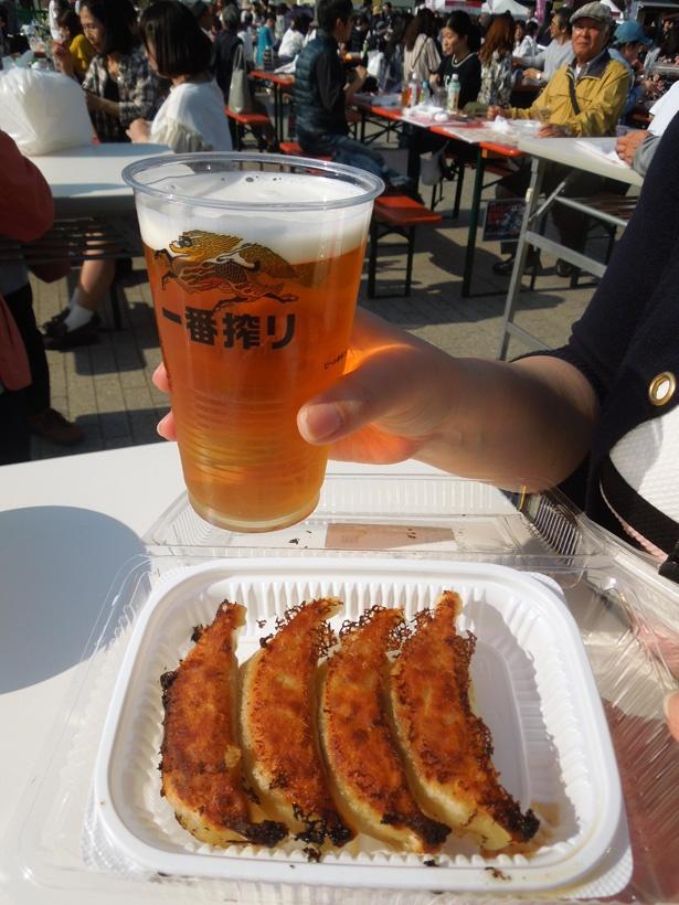 横浜赤レンガ倉庫で4月22日(日)まで開催中! 「宇都宮餃子祭り」初日レポート!
