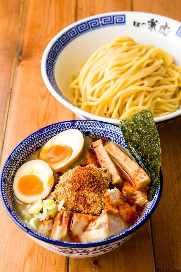 【写真を見る】麺や 兼虎の「味玉辛辛つけ麺」(並、1000円)
