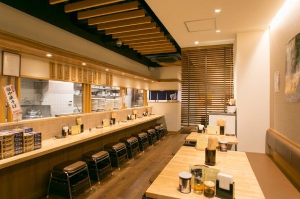とら食堂 福岡分店。店内で麺を手打ちする様子も見られる