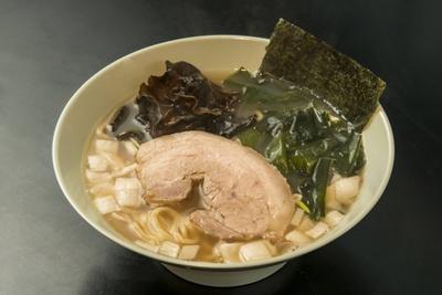 【写真を見る】ヤキニクラーメン・フタバ / ラーメン(700円)