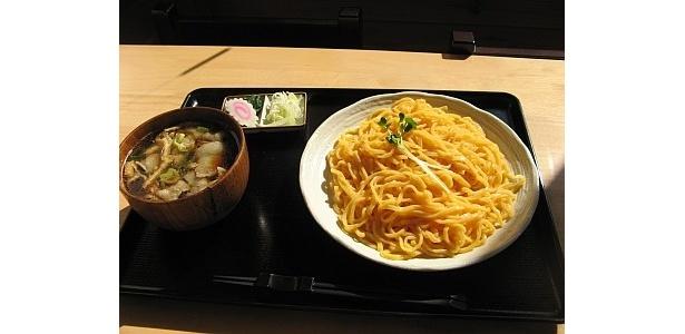 「にんじんうどん」(新座市/200円)