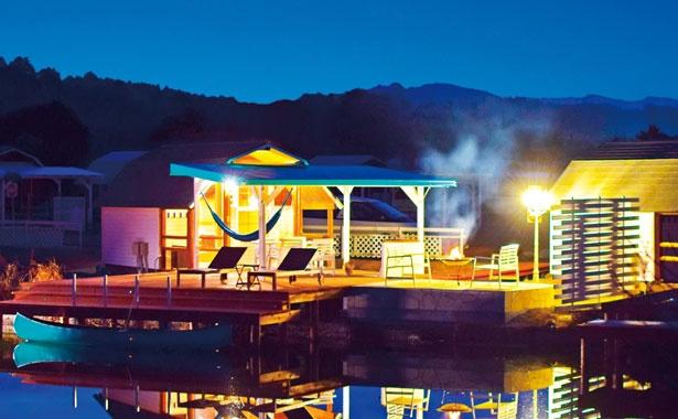 【写真を見る】水辺の新キャビンが登場/伊勢志摩 エバーグレイズ