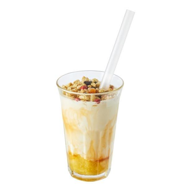 きな粉の香ばしさとほんのり甘いバナナピューレ、グラノーラのザクザクとした食感が一度に楽しめる「きな粉グラノーラシェイク」