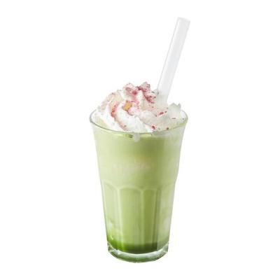 きな粉の香ばしさとほろ苦い抹茶がミルクにぴったりな、見た目にも色鮮やかな「きな粉抹茶シェイク」