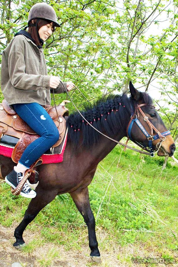 青木瑠璃子、マリヤちゃんに馬乗り!