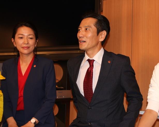 特捜班の羽田美智子(左)と津田寛治(右)