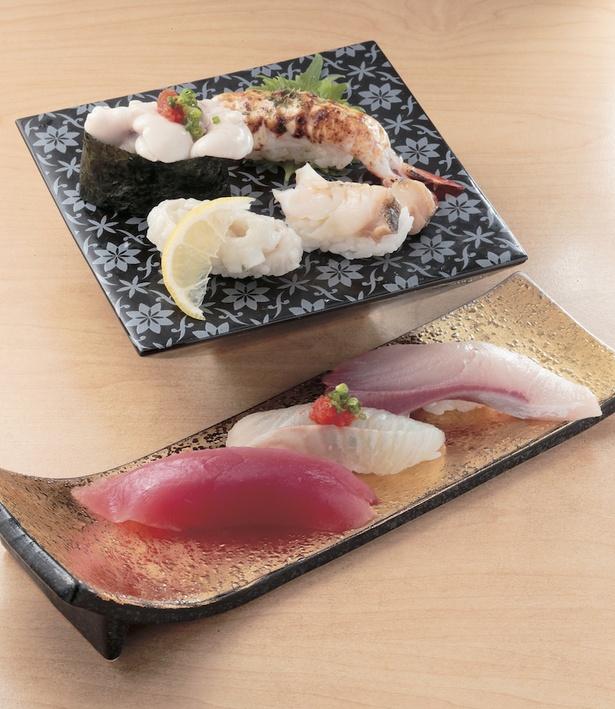 握り各種2貫(税抜き260円〜 )。脂ののった旬ならではの味を堪能して!えびマヨガーリックをはじめとする創作寿司も人気 / トキワ寿司 はなれ