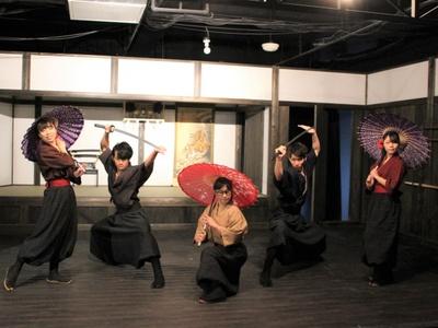 「NINJA TOWN」では、迫力の忍者アクションショーやくノ一(くのいち)アイドルショーが毎日行われる