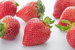 イチゴをパックのまま冷蔵庫へ入れちゃダメ! 新鮮さをキープする裏ワザ
