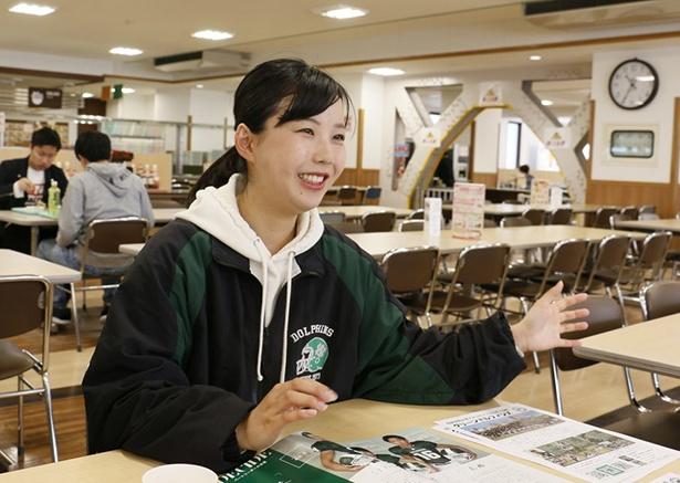 【写真を見る】アメフト部の活動を楽しそうに語る山口若菜さん