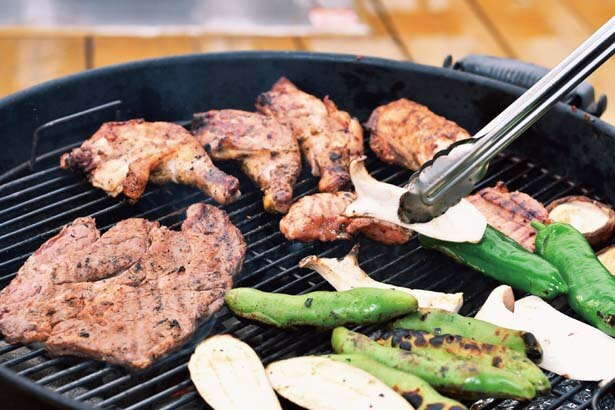 夕食のBBQは肉はもちろん地元野菜がたっぷりで超豪華/GRAX PREMIUM CAMP RESORT 京都 るり渓