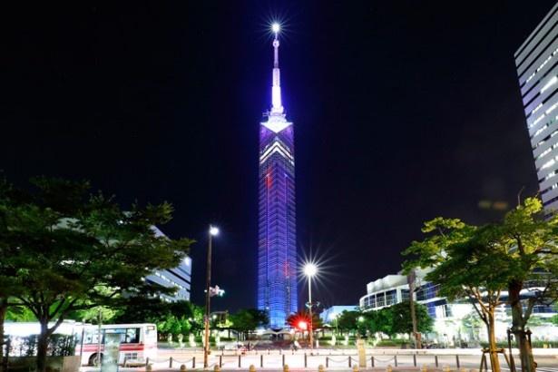 夜を彩る福岡のシンボル「福岡タワー」