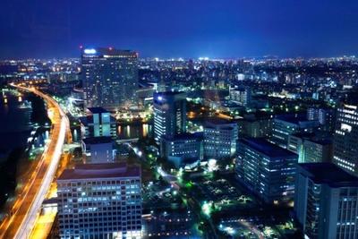 「福岡タワー」から見る景色。九州一の繁華街が夜を彩る