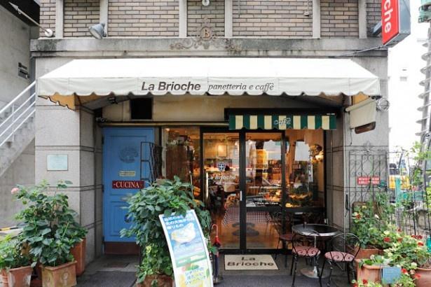 まるでヨーロッパの街角にあるようなおしゃれな店構えの「La Brioche」