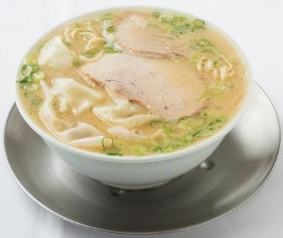 なおちゃん ラーメン / あふれんばかりの芳醇スープを最後の一滴まで! 写真はワンタンメン(800円)