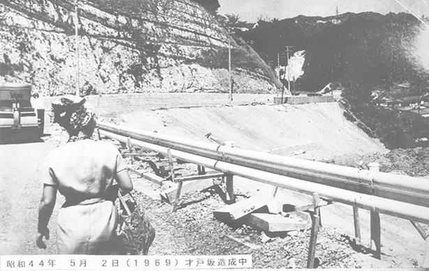 1967年に桜山丘陵を切り開き、大規模住宅地が開発された頃。初期の入居者は都心への通勤時にバスの運行がなく苦労をしたという