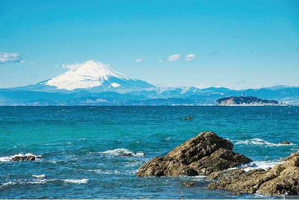 空気が澄んでいる日は富士山の麓から頂上までが葉山からくっきり見える