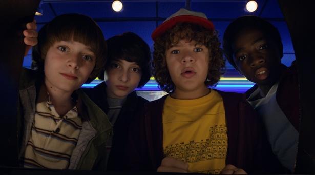 オタク少年4人組の奮闘を70~80年代SFへのオマージュたっぷりに描いた「ストレンジャー・シングス 未知の世界」