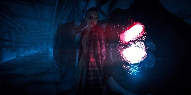 【写真を見る】超能力や超常現象など奇想天外な世界観が魅力!(「ストレンジャー・シングス 未知の世界」)