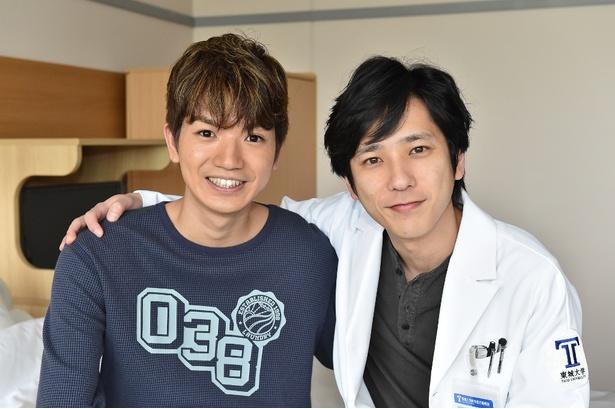 5月6日(日)放送の第3話にゲスト出演する高地優吾(左)と主演の二宮和也(右)