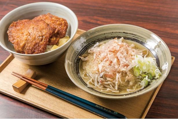 福井名物の越前おろしそばとソースカツ丼を同時に味わえる、食の國 福井館の「まん福セット」(890円)
