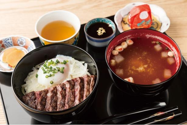 いしかわ百万石物語・ 江戸本店の「能登牛ステーキ丼」(1500円)はランチ10食限定。きめ細かな肉質で旨味十分