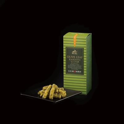 4月1日からグランスタ店限定で販売されている「オリーブの葉チーズかりんとう」(648円)。クリームチーズ風味のかりんとうにほろ苦いオリーブの葉パウダーをまぶした洋風テイスト