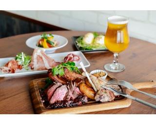 日本各地の国産クラフトビールと、がっつり肉料理が楽しめるイタリアンバル