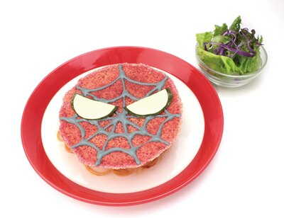 ボロネーゼの上にチーズで作ったスパイダーマンのマスクがオン!「スパイディ・スパゲッティ」(1300円)
