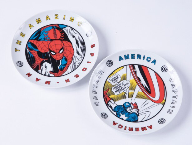 キャプテン・アメリカやスパイダーマンなど絵柄は全5種「16cmプレート」(各1728円)