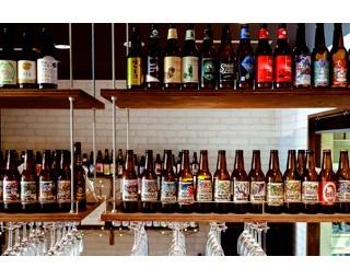 60種にも及ぶ全国各地のクラフトビールを提供