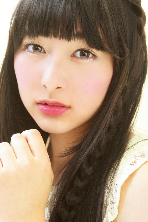 「花のち晴れ―」で音(杉咲花)の同級生・神田麻美を演じる牧内莉亜。劇中でのお嬢様な雰囲気はそのままに、10代らしいあどけなさも残っている。
