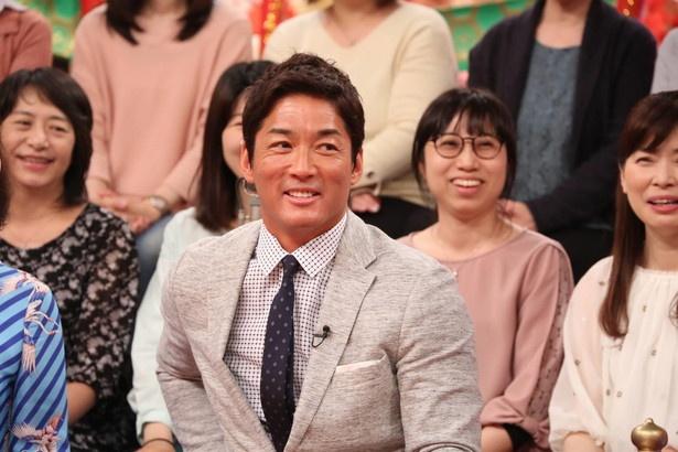 長嶋一茂は行きつけの店で梅沢富美男と共に、世間で話題のニュースを斬っていく