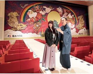 元SKE48の二村春香(写真右)と、日本舞踊の西川流四世家元・西川千雅先生(同左)。生まれ変わった「御園座」の魅力に迫る!