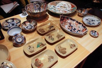 メニューに使用する膳や器は、江⼾、 明治、⼤正時代のものを中心にチョイス