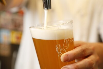 箕面ビールなど生で楽しめるのは常時4種類ある