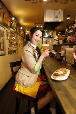 「ハンバーガーとクラフトビールの相性抜群!」