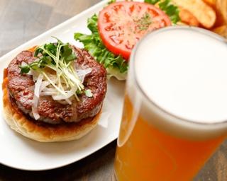 元・ミシュラン一ツ星の副料理長が作るハンバーガーと世界のクラフトビールの相性は抜群! 難波「ココペリ」