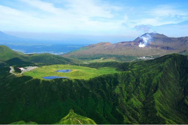 美しい景色が広がる阿蘇山上一帯。4月26日に全登山道の復旧が完了した