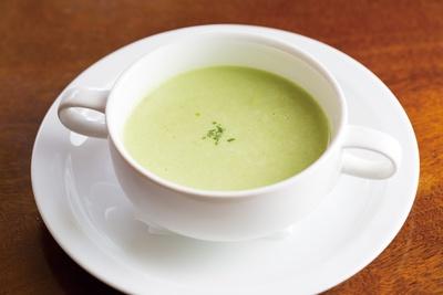 「ウッチーノ食堂」。まろやかなグリーンピースのポタージュスープ。季節の食材で仕上げる