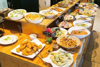 「旬菜ランチバイキング danza padella」。意外な食材の組み合わせや、新鮮な味つけも。毎月野菜がたっぷり