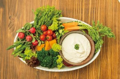 「旬菜ランチバイキング danza padella」の「温野菜&旬野菜の盛り合わせ クリームディップ添え」※クリームディップがバーニャカウダに変更の場合もあり
