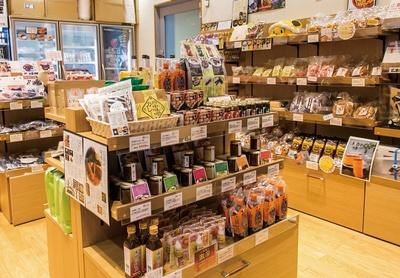 広島県府中市 アンテナショップNEKIは、食品だけでなく木工小物なども充実した品揃え
