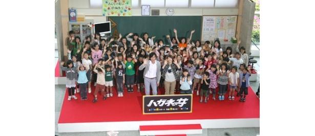100人の小学生たちと大盛り上がりの会場