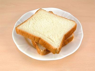 飲み比べの時は食パンの白い部分で舌の状態を整えるといいそう