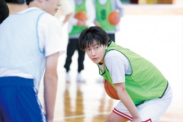 【写真】佐藤の実年齢は29歳。でも高校生にしか見えない!