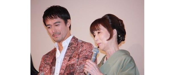 阿部寛も感激しながら挨拶。野際陽子は、過酷なロケについてコメント