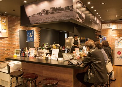 食品加工品に加え、魚・肉・果物など生鮮に力を入れたショップへとリニ ューアルした日本橋 長崎館